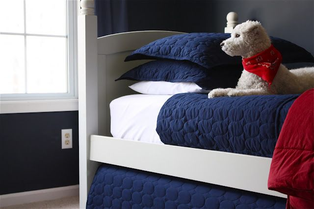DIY trundle bed..I really want to do this in a future guest room..they're a great use of space!