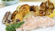 grilla laks med råstekte grønnsaker og pesto