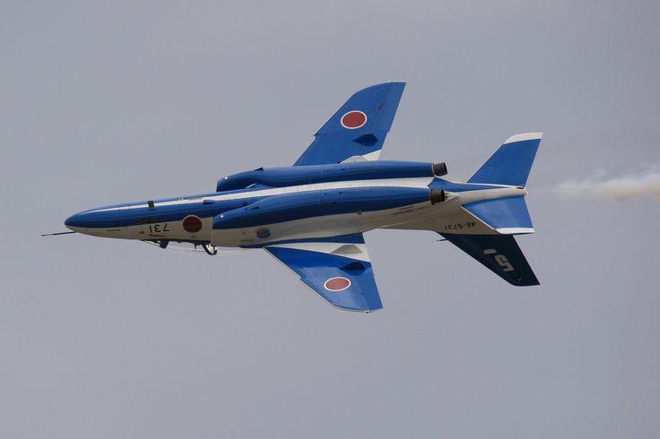 Japan_air_self_defense_force_Kawasaki_T-4_Blue_Impulse_RJNK_Inverted_&_Continuous_Roll.JPG (3888×2592)