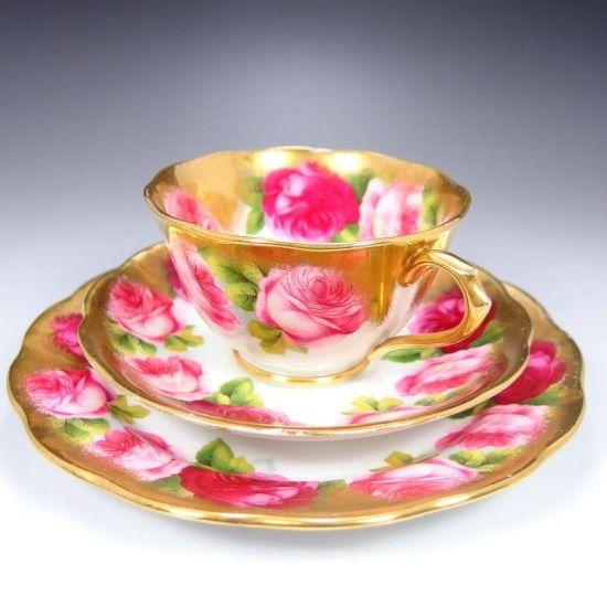 ロイヤル・アルバート社の美しく豪華なトリオ『金彩と薔薇』です。   #アンティーク #イギリス #英国 #アンティークカップ #英国アンティークス #トリオ #ロイヤルアルバート