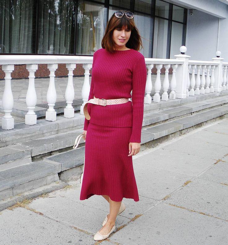 Прекрасный выбор для прохладной погоды - костюм-резинка актуального винного цвета и все восторженные взгляды твои #fashion #fashionknit #knitting #knit #handmade #madeinukraine #knitwear #fashionblog #style #kiev #вязаныйкостюм #вязание #вязаниеназаказ #fallowme #одежда #мода #стиль #ручнаяработа #ярмаркамастеров #трикотаж #всісвої #bestoftheday #свитер #вязаниеукраина #свитерназаказ #костюм #streetstyle #юбка #вязанаяюбка #осень