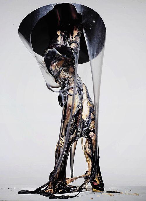 """Bart Hess, maakte deze slijm jurk voor Lady Gaga - """"Born This Way"""". Ik vind het materiaal gebruik en de golven van kleur zo mooi, het is zo realistisch."""