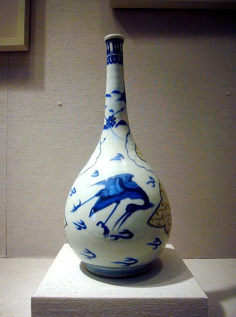 Safavid Bottle. Iran 16th century.