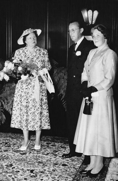 Queen Juliana and Princess Beatrix, 1956