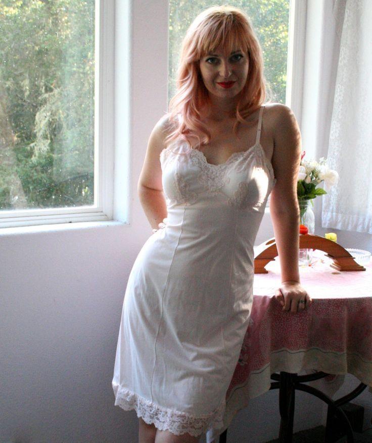 удобства женщина в ночнушке частное фото грузина смотрят причем