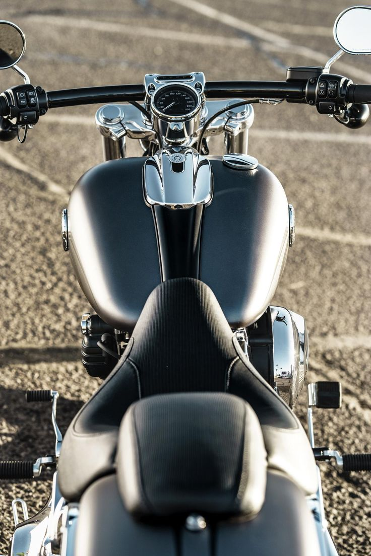 Big wheels, big paint and classic drag-bike attitude meet modern refinement. Then we stuff it brimful with raw power. | 2017 Harley-Davidson Breakout
