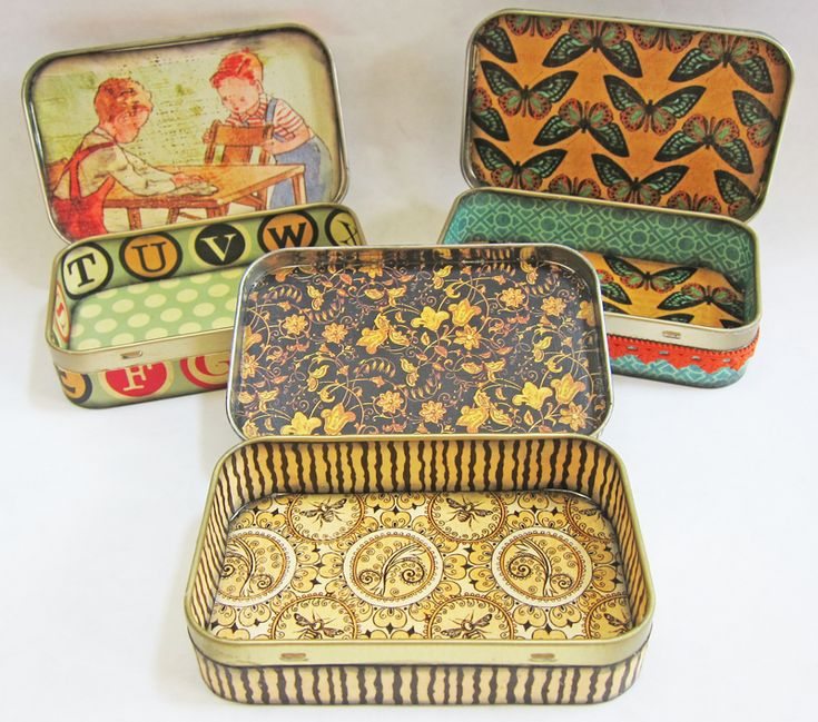 junk: Altoids Gift Tins    tutorial is here  http://kbatsel.blogspot.com/2011/02/tutorial-altered-altoid-tin.html