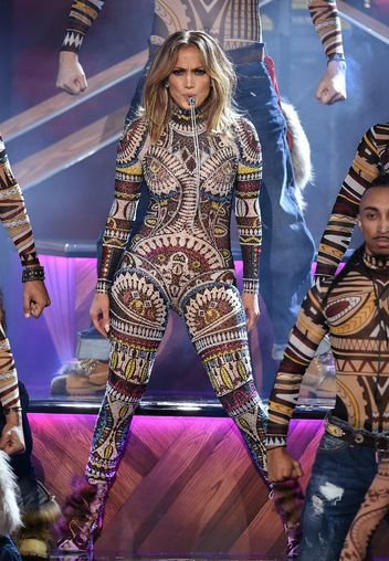 Watch Jennifer Lopez Absolutely Slay Her American Music Awards Opening Performance