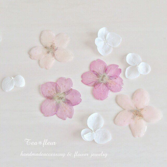 【sayu_tea.fleur】さんのInstagramをピンしています。 《おはようございます(*^_^*) 昨日もたくさんいいね&フォローありがとうございました🐰💓 今日は東京へ行ってきまーす🏃💨💨 外は極寒😱 寒すぎてもうだめ… . 皆様、暖かくしてお過ごしくださいね😣😣 . それではまた🙂🌷 . 行ってきまーす🏃💓 . #ハンドメイド#バレンタイン#チョコを求めて#東京へ#桜#さくら#レジン#かわいい#女の子#花#すみれ#ビオラ#love #tea_fleur #handmade #オシャレ#押し花#プリザ#春#謝恩会#ピンク#アート#ふんわり#優しい#ウェディングアクセサリー #デメル#BOX#ギフト》