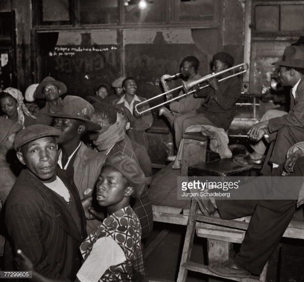 News Photo : Music and dancing in a Johannesburg night spot,...