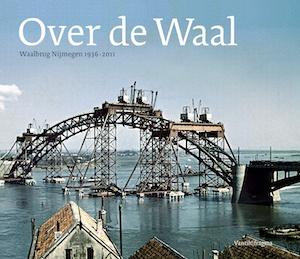 Over de Waal is een veelzijdig portret van een brug die uitgroeide tot een icoon van de stad. Het boek verhaalt niet alleen over Kees Ivens en de verhitte strijd om de aanleg van de brug, maar toont ook de lange geschiedenis van Nijmeegse oeververbindingen; van de Romeinse brug, via de veerpont Zeldenrust en de spoorbrug tot de plannen voor een nieuwe Waalbrug. Meer dan 200 afbeeldingen brengen deze geschiedenis nog meer tot leven.   ISBN 9789081450027   NUR 693   240 pagina's