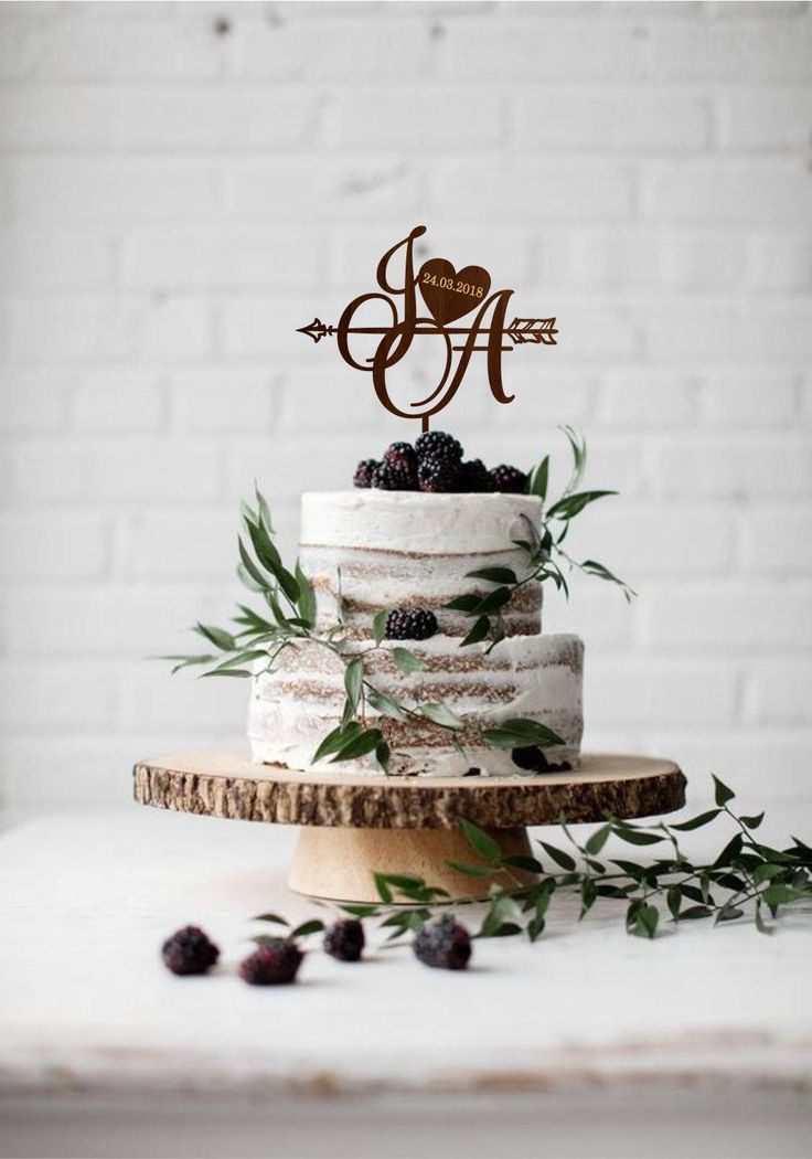 Personalised two initials with heart, Cake topper wedding date, Two letters cake topper, Rustic monogram, Gold initial topper, Boho wedding http://etsy.me/2DWyUqd #weddings #caketopper #monogram #rustic