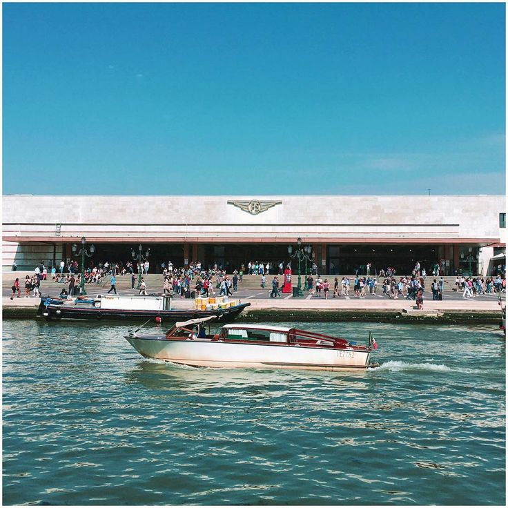 O sole mio#italy#morning#venezia#santalucia#trainstation#boat#canale#travel#photooftheday#tourist#view#caffe#caldo#architecture#art http://tipsrazzi.com/ipost/1523802181881562357/?code=BUlogLPBAT1