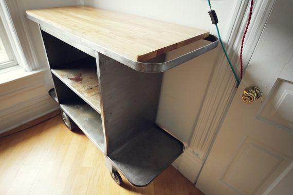 Vintage industrial mesa de trabajo rodante con tapa de madera