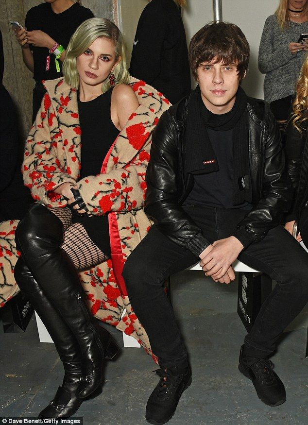 Roxy Horner snuggles up to new boyfriend Jake Bugg at Men's LFW | Articles, Fans and Black