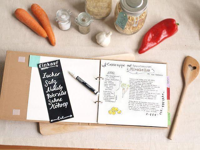DIY Anleitung für ein selbstgestaltetes Kochbuch mit Tafelfolie und Handletterin.