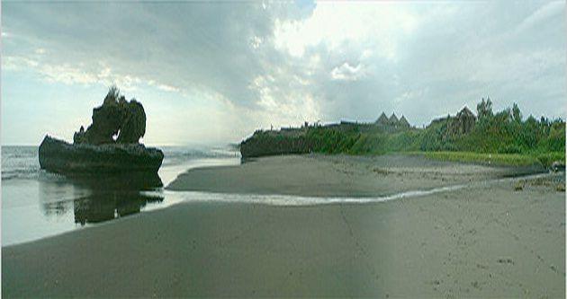 Pantai Yeh Gangga, pantai ber sunset indah dengan muara sungai dan batu bolong » pantai yeh gangga1 foto artikel