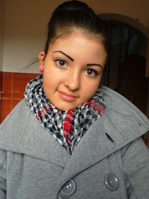 Vivien november 25-én reggel iskolába indult, ahova már nem érkezett meg. Eltűnésekor a képen is látható kockás sálat, szürke kabátot, szürke-sötétkék szűkszárú farmert és fekete bokacsizmát viselt.  A családtól kapott információk alapján, Vivien december 5-én a délutáni órákban egy Pest megyei telefonszámról még hazatelefonált, ám azóta nincs semmi információja lányuk hollétéről.  A család ezúton is kéri, hogy aki Vivien tartózkodási helyével kapcsolatos információval rendelkezik…