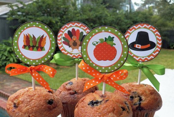 Thanksgiving Dinner Small Circles Printable - Cupcake Toppers - Turkey Day Delight Collection #thanksgiving #cupcakes