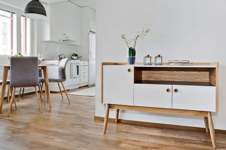 50-luvun tyyliä henkivä olohuone kuopiolaiskerrostalossa.