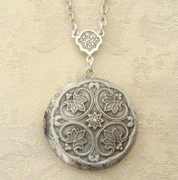 Silver,Locket,Necklace Wedding Bride,Bridesmaid,Wife, Birthday,Mother,Photos,Anniversary,Sister,Daughter - Dawn
