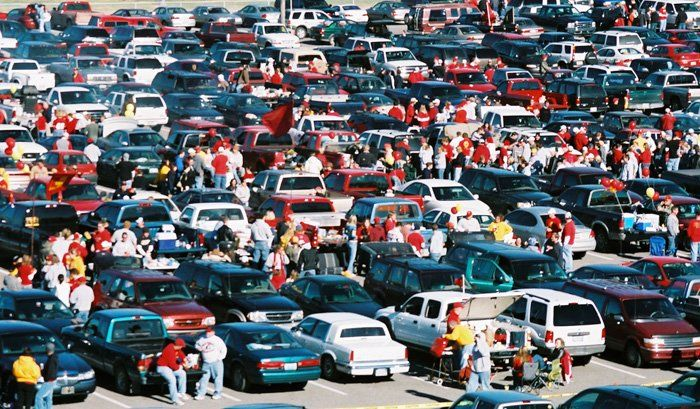 The Do's and Don'ts of Tailgaiting   Surviving College