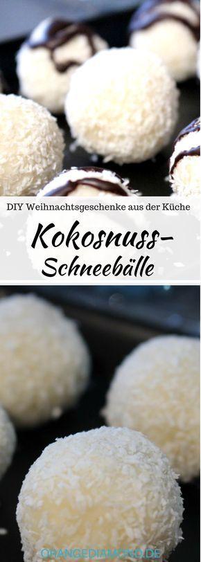 Selbstgemachte Kokos Schneebälle ohne backen! Supereinfach und saulecker. Das Rezept gelingt immer und ist ein schönes Weihnachtsgeschenk aus der Küche. #diy #weihnachten #küche #schneeball #winterball #kokos #vegan #nobake