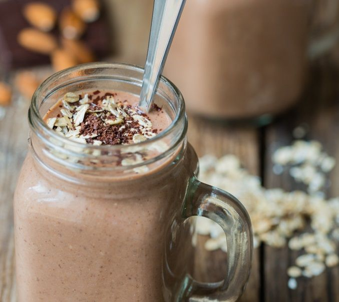 Zelf neem ik iedere ochtend een koude ontbijt smoothie. Maar het is eigenlijk hartstikke lekker om af en toe een warme ontbijt smoothie te nemen. Zeker nu de koude dagen er ...