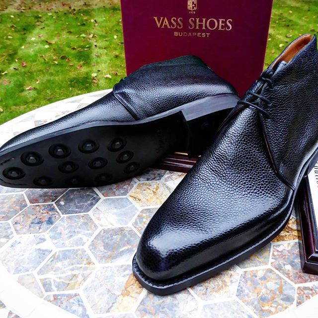 A rare Chukka boots we made recently in black Scotchgrain leather with a rubber dainite sole. Never miss a pair of Vass using tags: #VassShoes #AscotShoes #LaszloVass #VassCharm #VassLondon Each pair of Vass shoes are uniquely to order taking 7 - 9 weeks. We have over 500 pairs in stock at any one time. ------------------------------------------- Email: Ascotshoes@outlook.com Whatsapp: +447495411782 Vass prices from $695 USD for MTO'S ------------------------------------------ #menfootwear…