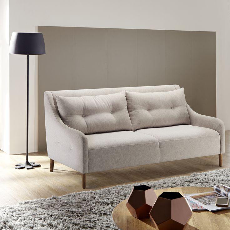 Maanläheisiä sävyjä ja kauniita yksityiskohtia Malli: Jenson Vaihtoehdot: 3-istuttava sohva ja vuodesohva, tuoli Jälleenmyynti: Valikoidut jälleenmyyjät kautta maan  #pohjanmaan #pohjanmaankaluste #käsintehty #koti #sohva #olohuone #livingroominspo #livingroomdecor