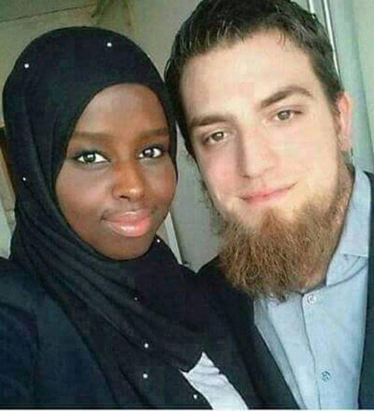 """Teringat kisah yg diceritakan oleh seorang Sheikh dulu  Ada seorang lelaki kerja di UAE meminta ayahnya carikan isteri & siapkan majlis kahwinnya. Lalu ayahnya yg soleh memilih seorang wanita solehah yg berkualiti tapi tak cantik. Setelah lelaki itu tiba di Mesir lalu dia disambut & setelah majlis semua itu ini...kemudian dia & isterinya dibawa kedalam ruangan ketika isterinya membuka tabir wajahnya. Lelaki itu terkejut..dia terkejuttt....""""Inikah isteri aku yg dipilih oleh ayah? Dia tak…"""