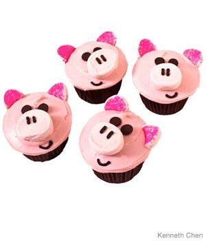 Piggy Birthday Cupcakes Design     How to make piggy birthday cupcakes with chocolate chips and pink decorating sugar