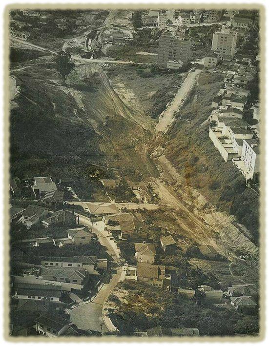 ( 1966/1968 ) - AV.SUMARÉ - Por volta de 1965, os velhos casarões da esquina com a rua Turiaçu foram demolidos pelo prefeito Faria Lima . O córrego foi canalizado para a construção de um canteiro central todo arborizado e iniciaram-se as obras de pavimentação da nova  Sumaré que foi inaugurada pelo mesmo prefeito no dia 1 de abril de 1969, com 2.500 m de extensão e duas pistas de 10,5 m. Na década de 70 foi feita sua ligação com a rua Henrique Schaumann, com o nome de avenida Paulo VI.