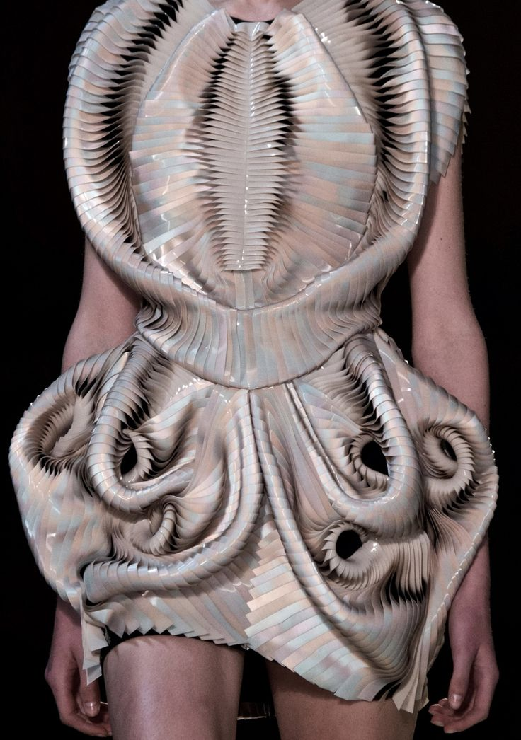 Sculptural Fashion - 3D dress with intricate pleated structure; futuristic fashion; innovative fashion design // Iris Van Herpen Fall 2016