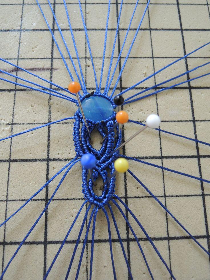 Bague micro macramé en cours de création Cha'perli'popette - créatrice belge de bijoux artisanaux https://www.facebook.com/chaperlipopettebijoux http://www.alittlemarket.com/boutique/cha_perli_popette-951481.html