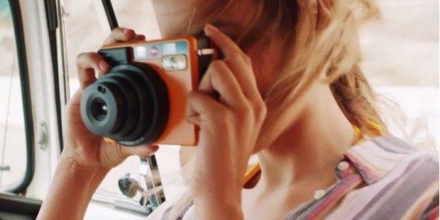 Leica SOFORT: Neue Premium-Sofortbild-Kamera mit Selfie-Modus