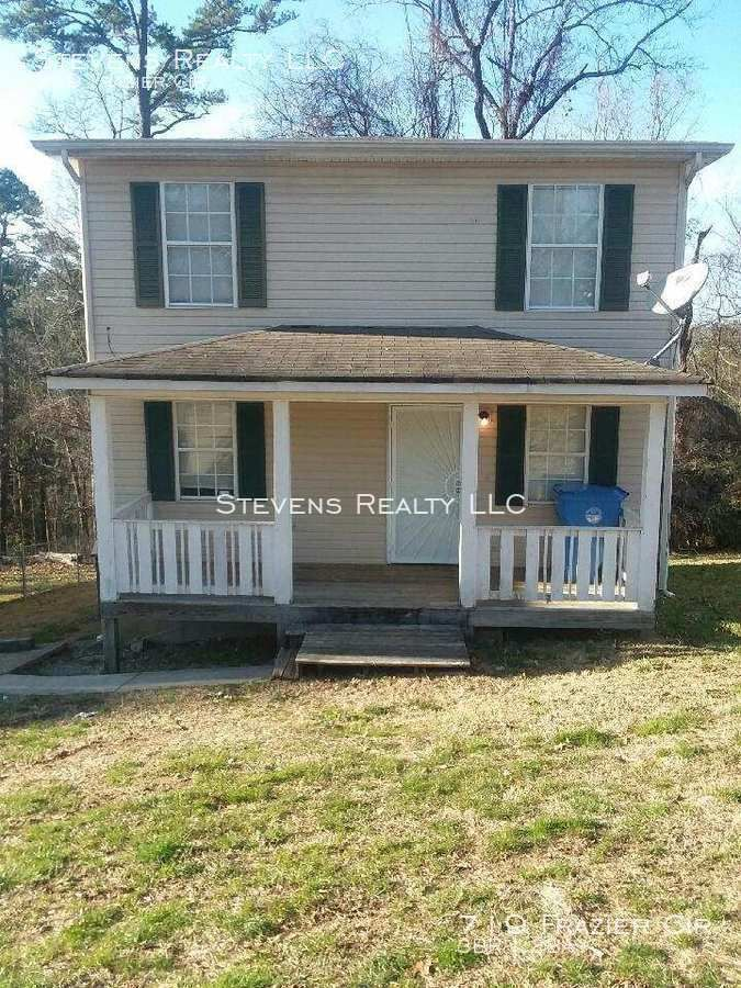 Beautiful 3 Bedrooms 1 5 Baths With Two Level Home In East Brainerd Located At 719 Frazier Cir Chattanooga Renting A House Interior Balcony Level Homes