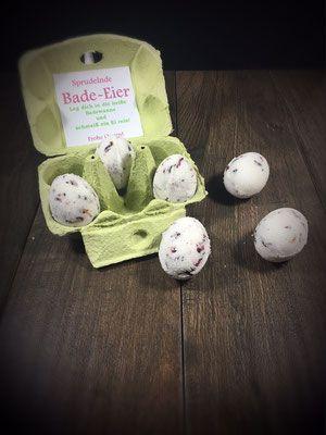Bade-Eier mit Rosenblüten. Tolles Ostergeschenk.