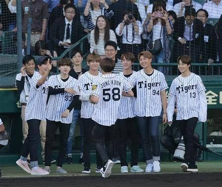 : 170604 Press photos of BTS at the Ceremonial First Pitch for the Hanshin Tigers vs Nippon Ham Fighters Baseball Match. _ #방탄소년단 #BTS #RapMonster #랩몬스터 #Jungkook #정국 #V #뷔 #Suga #슈가 #Jhope #제이홉 #Jin #진 #jimin #지민