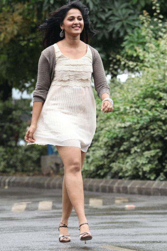 Anushka Shetty Sizzling Look Mirchi Movie Photo Still