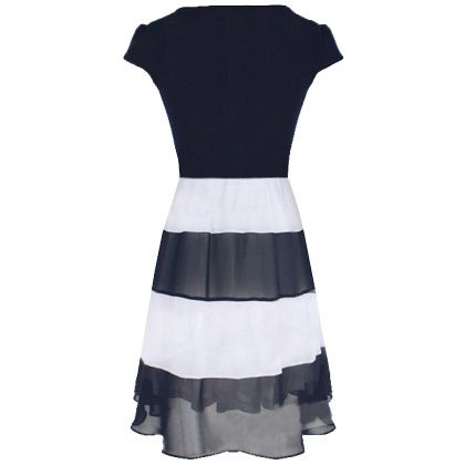 Blauw en wit, hiermee zit je altijd goed. Combineer deze jurk casual of feestelijk en steel de show: http://stylefru.it/s838230