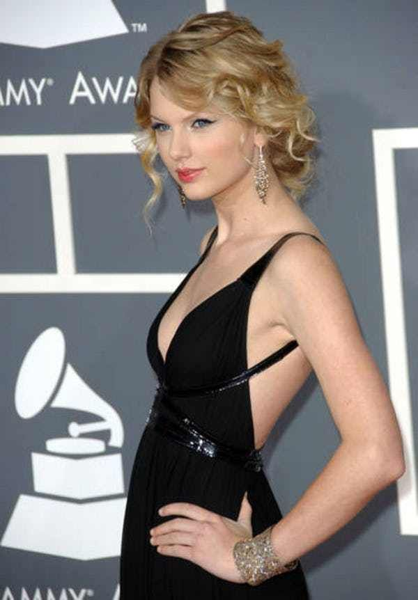 Photos of Taylor Swift, one of the hottest girls in entertainment. T-Swizzle fans will also enjoy these TMI facts about Taylor Swift's sex life and cute pictures of young Taylor Swift. Taylor Swift is the sweet and wholesome American singer-songwriter best known for her inoffensive brand...