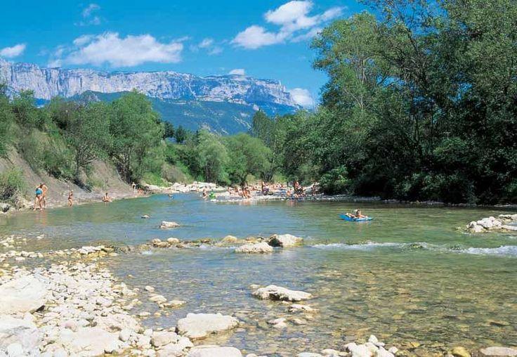 Camping met verwarmde zwembaden en rivier in de Drôme La Pinède animatie voor kinderen