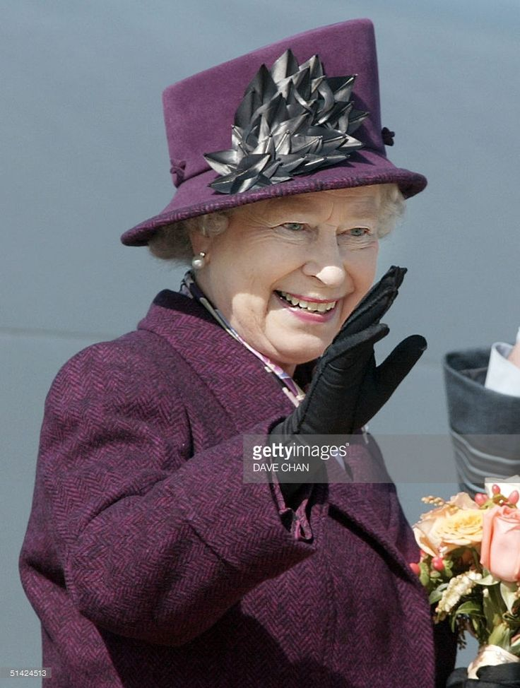 Queen Elizabeth II waves good-bye to well wishers before her flight home to England 15 October 2002 at Ottawa Airport in Ottawa, Canada. The Queen spend the last 12 days on her Golden Jubilee tour of Canada. AFP PHOTO/Dave CHAN