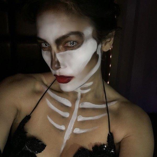 Jennifer Lopez as a skeleton