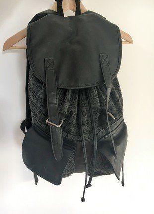Kaufe meinen Artikel bei #Kleiderkreisel http://www.kleiderkreisel.de/damentaschen/rucksacke/136993552-river-island-rucksack-backpack-aus-kunstleder-und-stoff
