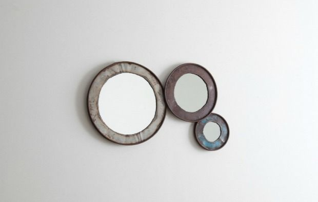 Minimalista tükrök olajoshordóból újrahasznosítva.