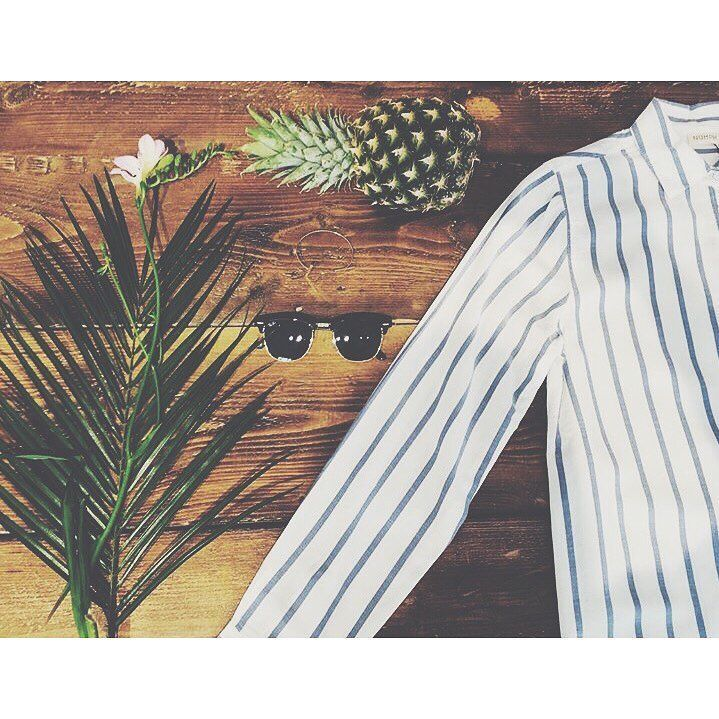 Palm leafs and stripes! What's not to like?