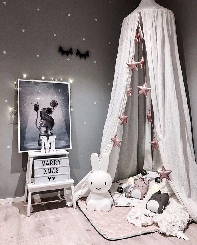 3. Søndag i advent✨Dagene ruller skremmende fort fram mot jul nå🙊 I år skal vi være sammen med min familie her hjemme, gleder meg😍 - - - #interior125 #barnerom #kidsinterior #barnasverden #jenterom #littleshabbyy #finabarnsaker #decorforkids #kidsinsperation #minikids_barnerom #vakrehjemogbarnerom #littleone___ #kidsperation