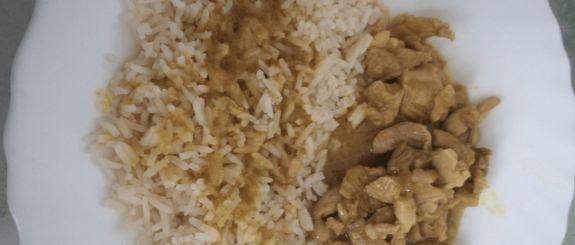 Ricetta del pollo al curry al microonde pronta in pochi minuti Ecco una ricetta al microonde per preparare in modo veloce e pratico uno squisito pollo al curry. E' una ricetta veramente semplice adatta anche a chi è meno esperto, e grazie al forno a microonde pronta in pochi minuti, quindi adatta anche a chi ha poco tempo da dedicare alla cucina. Il pollo al c #ricettealmicroonde #polloalcurry